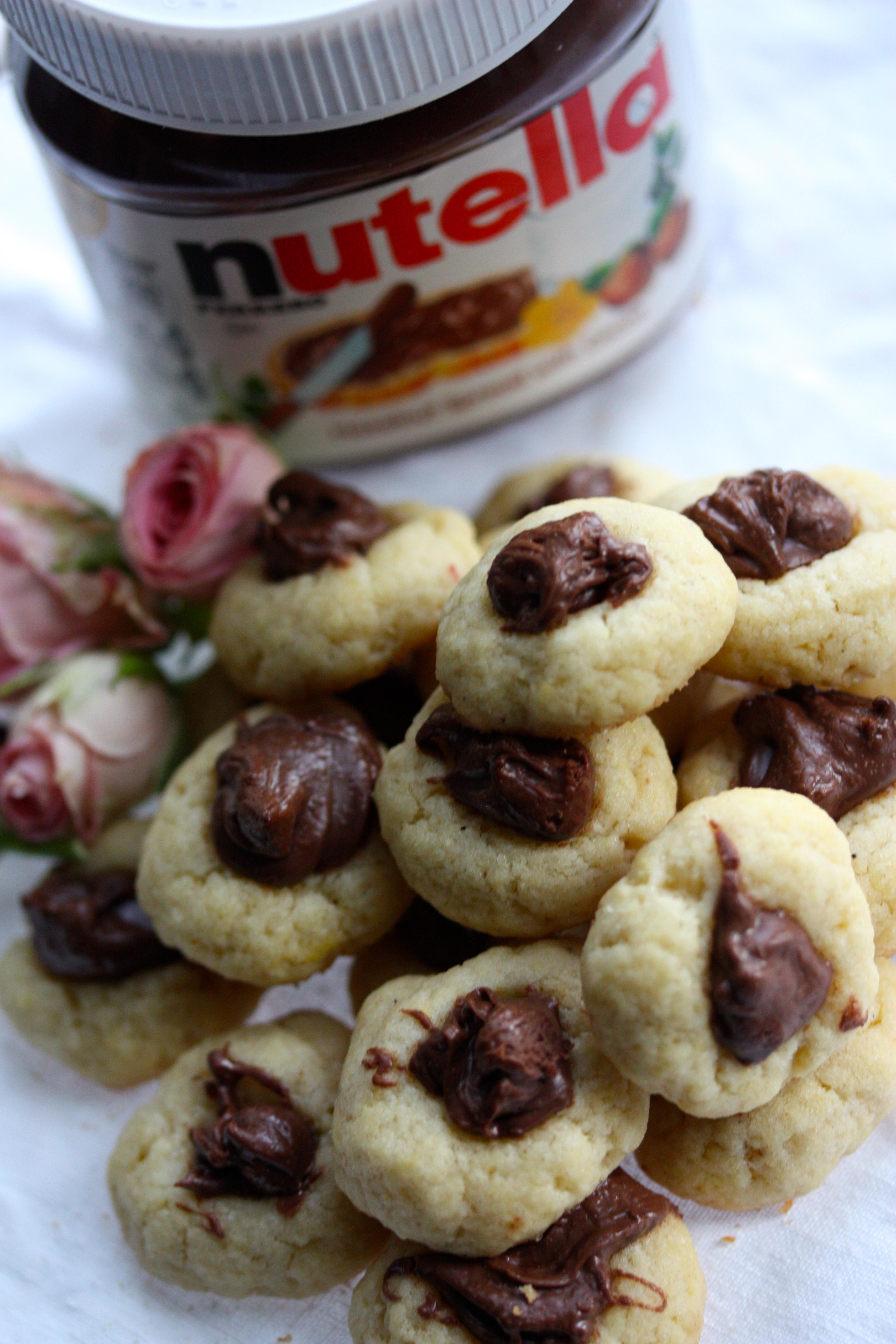 Mini Nutella Thumbprint Cookies Mini Nutella Kakor